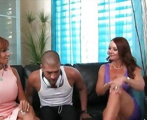 Two cougars fuck a young man - xHamstercom